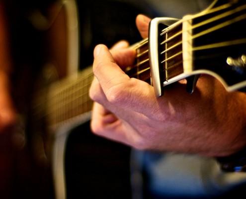 Gitarre mit Kapodaster